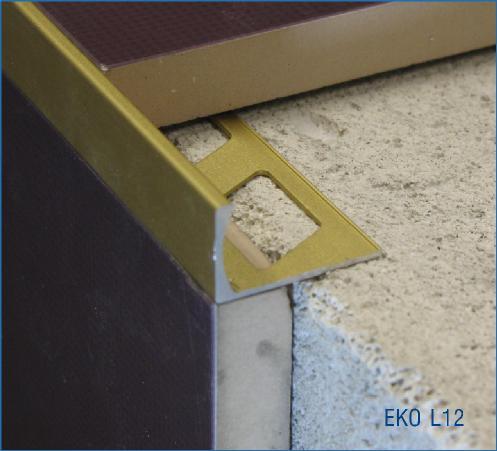 Profil pour carrelage en querre aluminium chant droit for Carrelage en quinconce ou droit